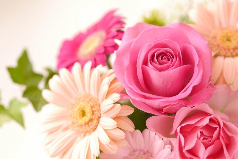【バラの香りの香水】男性をおもわずフラりとふり向かせる魅惑のローズ系ベスト10 イメージ画像バラの花束